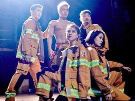 Pertunjukan Aksi Akrobatik Pemadam Kebakaran