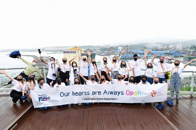 Upacara Supporter Media Sosial Hello Korea