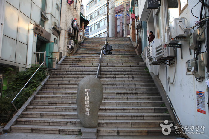 40-step Culture & Tourism Theme Street