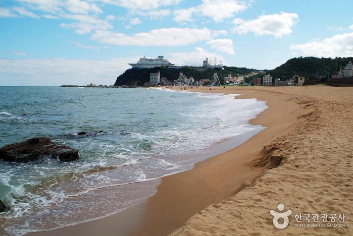 Pantai Jeongdongjin