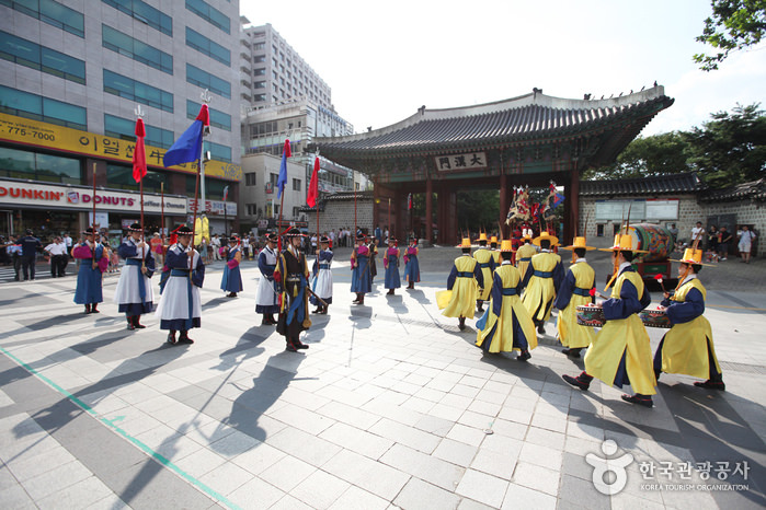 Gerbang Daehanmun Istana Deoksugung