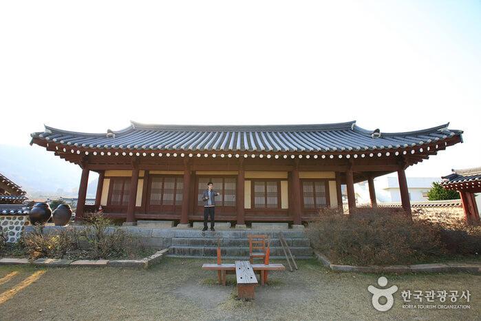 Daeheung Dongheon (대흥동헌)
