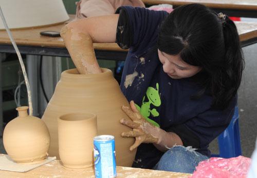 Festival Keramik Buncheong Gimhae (김해 분청도자기축제)