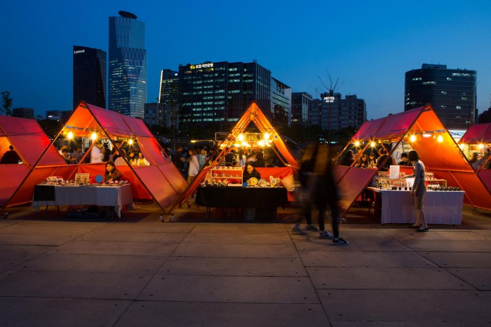 Hangatkan Jalan-Jalan Malam di Pasar Malam Bamdokkaebi Seoul!