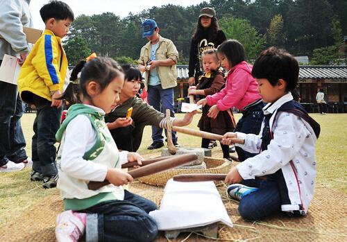 Festival Ppuri Budaya Hyo (대전 효문화뿌리축제)
