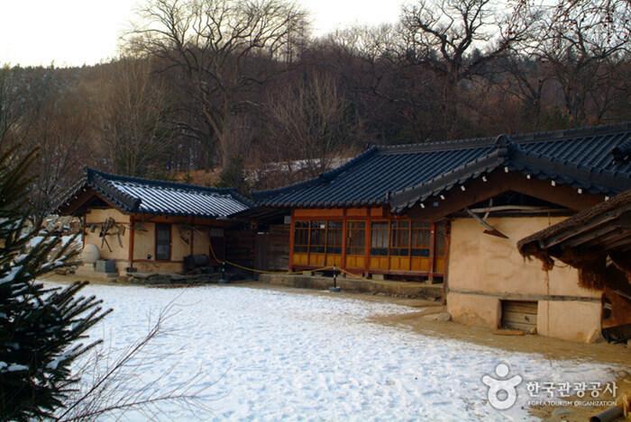 Lee Hyo-seok Culture Village