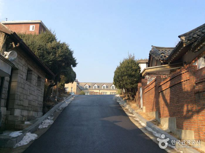SMA Jungang (Gedung Utama)