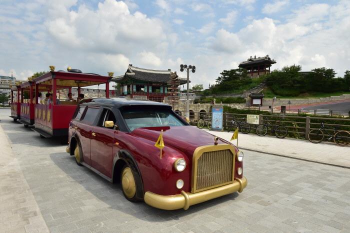Trem Wisata Benteng Hwaseong