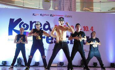 Sachoom Menjadi Kelompok Tari Musikal yang Paling Populer di Korea Festival 2015