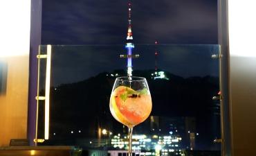 Nikmati Sejuknya Malam Musim Gugur dengan Mengunjungi Rooftop Bar di Seoul