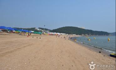 Pantai Wangsan (왕산해수욕장)