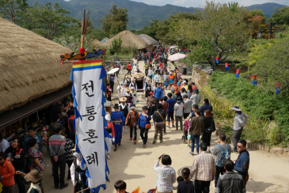 Nikmati Makanan Tradisional dan Bersenang-Senang di Naganeupseong!