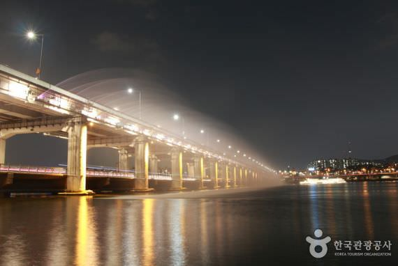 Air Mancur Pelangi Jembatan Banpo