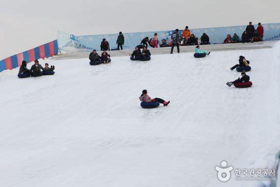 Bukit Seluncur Es Taman Ttukseom Hangang