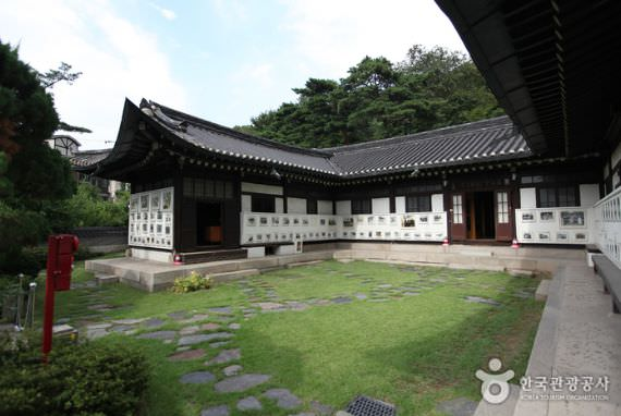 Ihwajang House