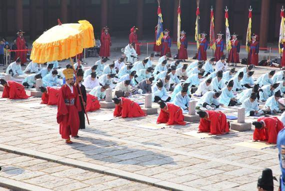 Nikmati Pengalaman Budaya Tradisional di Istana Gyeonghuigung!