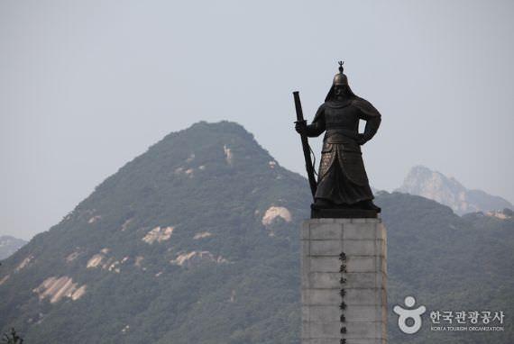 Patung Laksamana Yi Sun-Shin