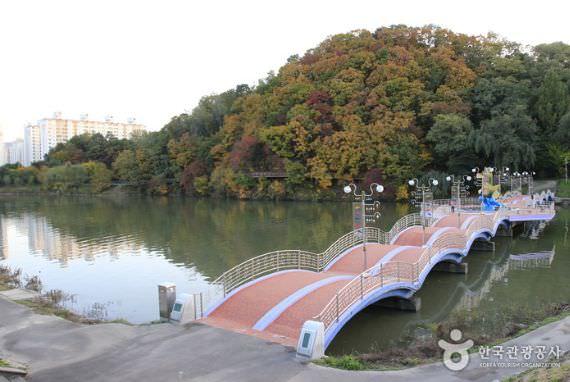 Gongjicheon Recreation Resort (Gold Scales Theme Street)