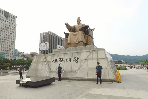 Gwanghwamun Square, Spot Asyik Berfoto dengan Raja Sejong