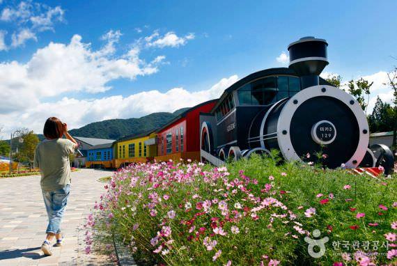 Kereta Uap dan Sepeda Rel sepanjang Sungai Seomjingang (Dari Stasiun Gokseong Lama ke Stasiun Gajeong)