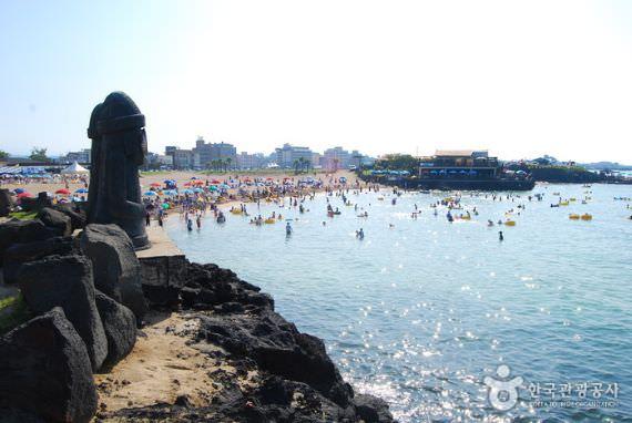 Pantai Hamdeok di Jeju