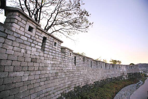 Bugaksan Mountain Fortress Wall, warisan hidup di Seoul berusia 600 tahun