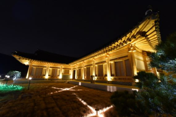 Festival Cahaya Jeongwa Desa Ilsan Hanok