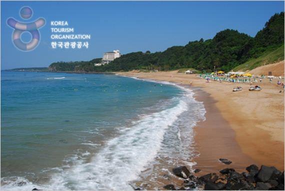 Pantai Jungmun Saekdal