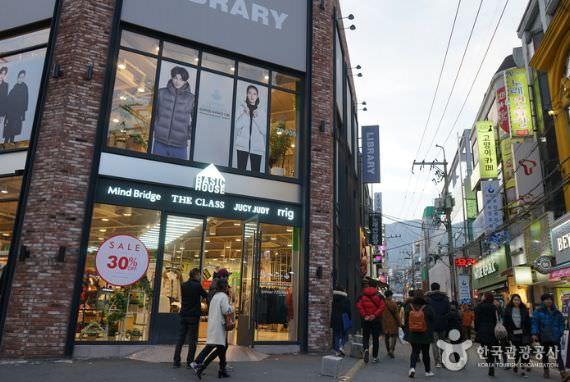 Jalan Muda-Mudi Universitas Busan