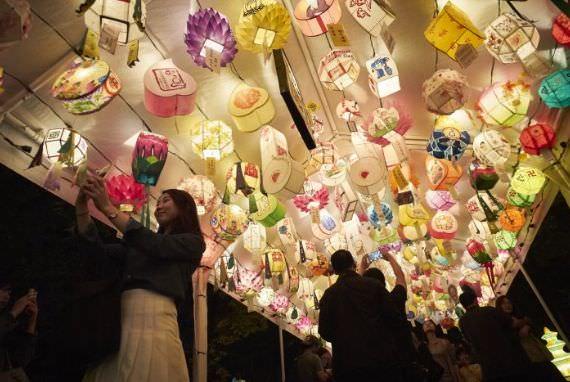 Yeon Deung Hoe (Festival Lentera Lotus)