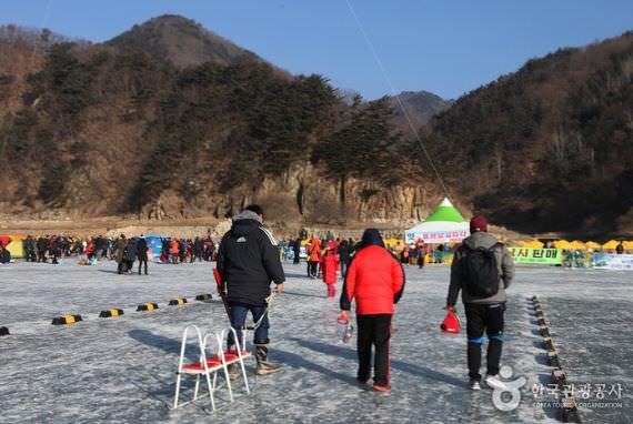 Festival Memancing Ikan di Bawah Es Inje