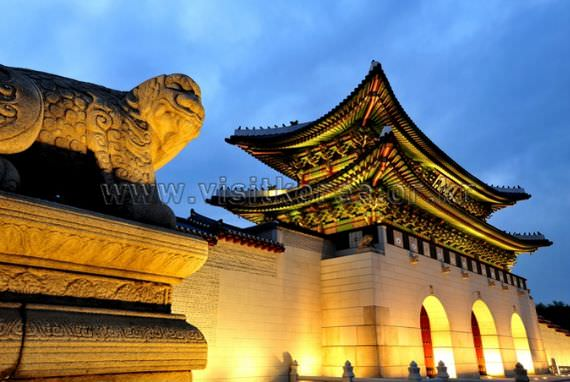 Haechi and Gwanghwamun Gate