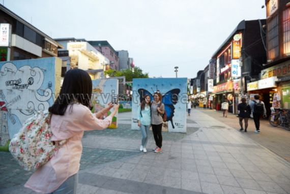 Hongdae (Jalan Universitas Hongik)