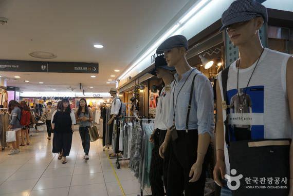 Pusat Perbelanjaan Bawah Tanah Stasiun Gangnam