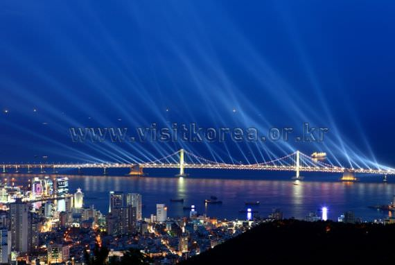 Laser Show at Gwangandaegyo Bridge