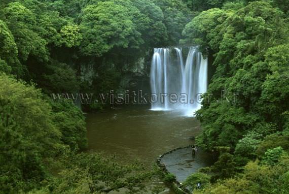 Cheonjiyeon Falls