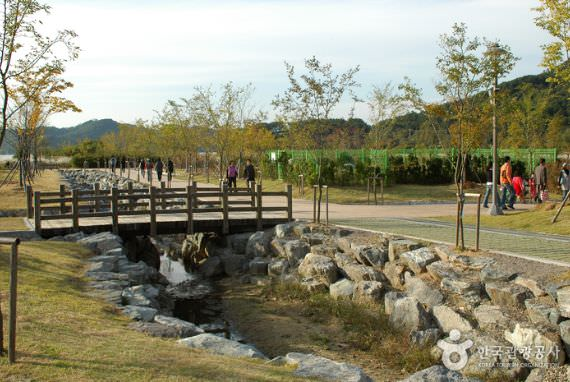 Gwangjuho Lake Eco Park