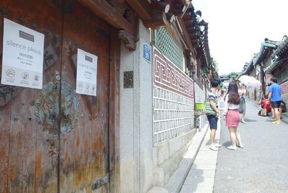 Bukchon Hanok Village, Naik Becak Sambil Melihat Perkampungan Hanok