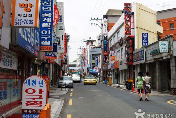 Jalan 'Ikan Monkfish' Agu-jjim Masan