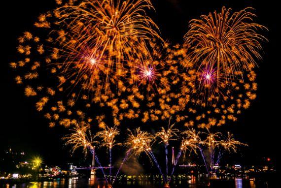 Nikmati Kembang Api Cantik di Festival Kembang Api Laut Malam Yeosu!