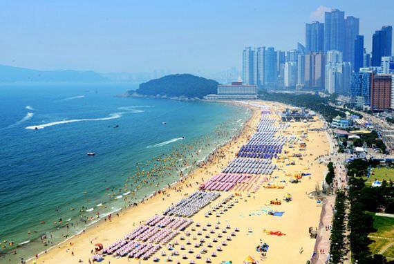 Pantai Terbuka untuk Berenang Mulai 1 Juni