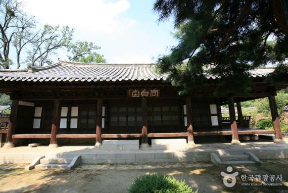 Tempat Tinggal Suku Asli Nampyeong Moon