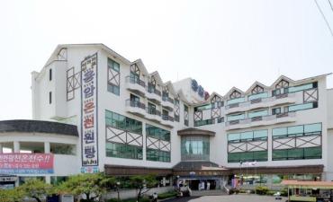 BENIKEA Cheongdo Yongam Spa & Hotel (베니키아 호텔 청도용암온천)