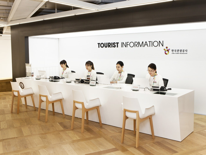 Tourist Information Desk offers comprehensive tourist information in Korean/English/Japanese/Chinese & receives complaints.